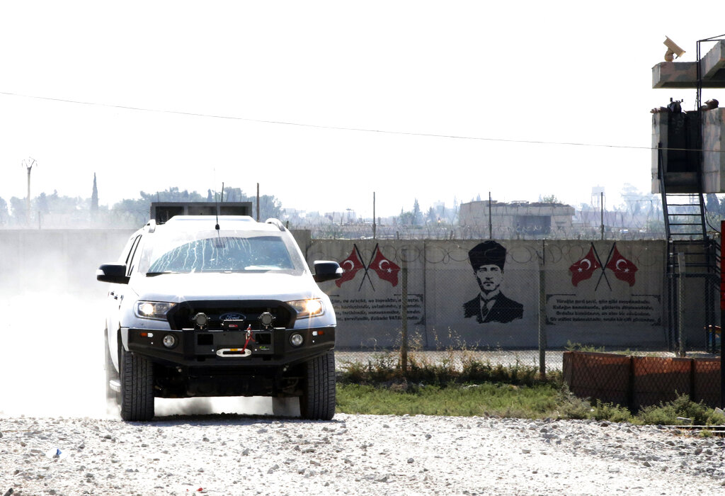Kurds mobilise in Syria as Turkey poised for imminent attack