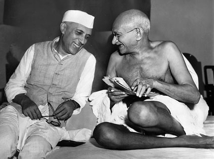 Jawaharlal Nehru sharing a joke with Mahatma Gandhi, during a meeting of the All India Congress, Mumbai, July 6, 1946