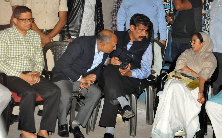 (From left) Rajeev Kumar, police commissioner, Virendra, director-general of police of Bengal, Surajit Kar Purkayastha, state security adviser and Mamata Banerjee at the 'Save the Constitution' dharna in Calcutta on Sunday.