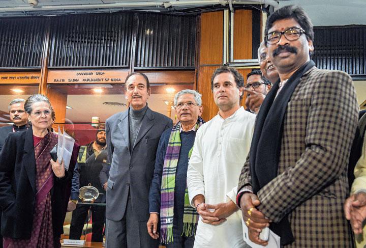 Chief minister Hemant Soren with Sonia Gandhi, Ghulam Nabi Azad, Sitaram Yechury and Rahul Gandhi in New Delhi on Monday.