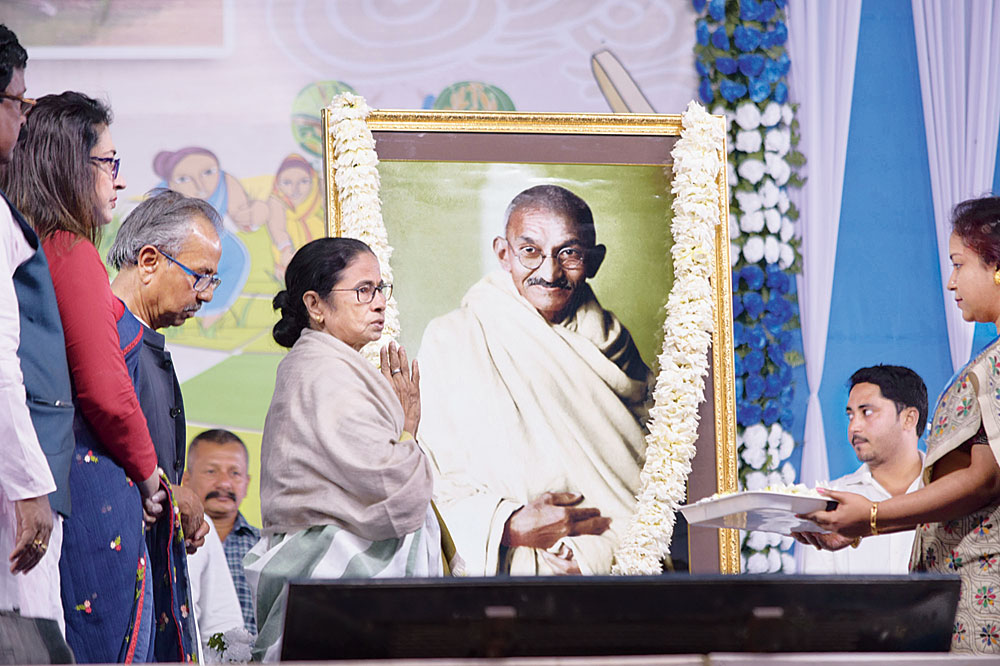 Chief Minister Mamata Banerjee returns painting fire