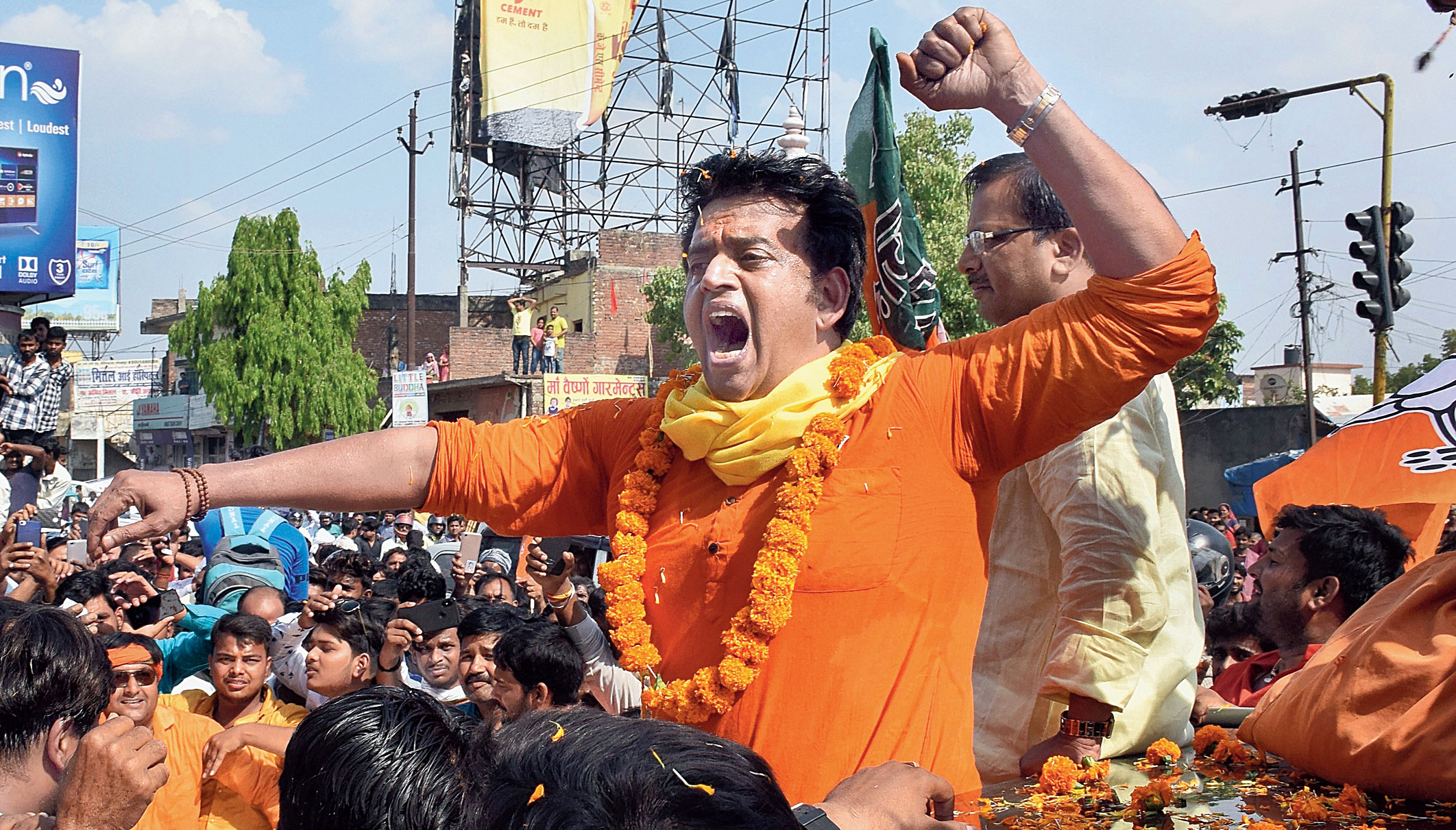 Ravi Kishan plays Yogi Adityanath's part