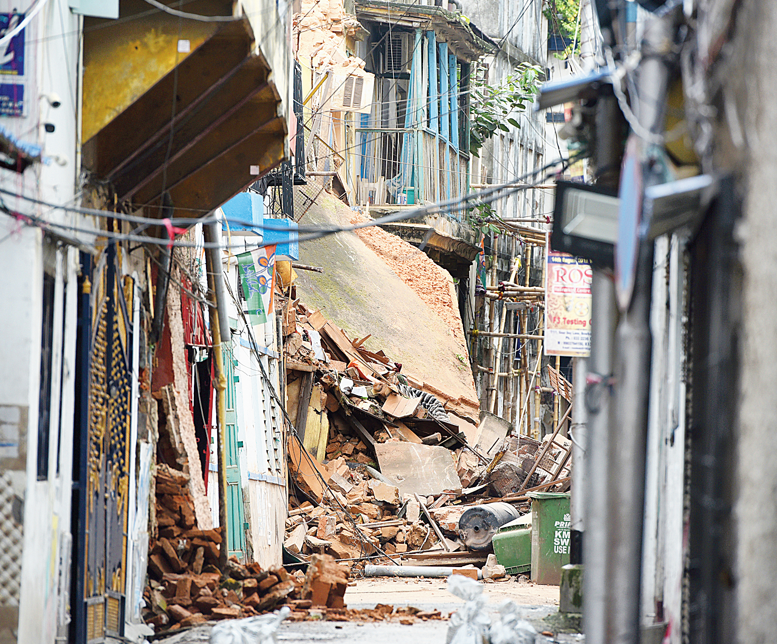 Jail for inaction on old houses in Calcutta