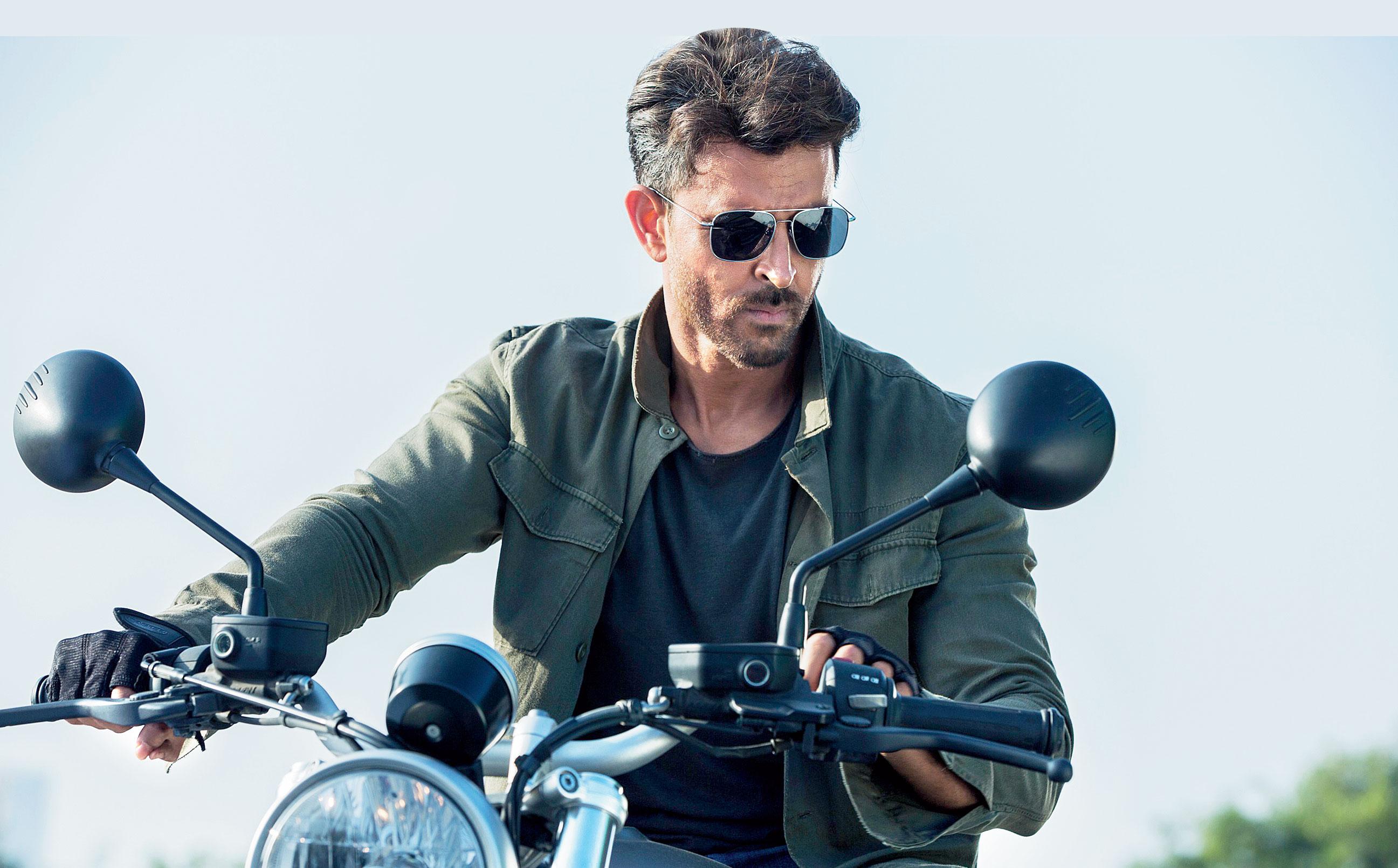 Hrithik Roshan as Kabir in War