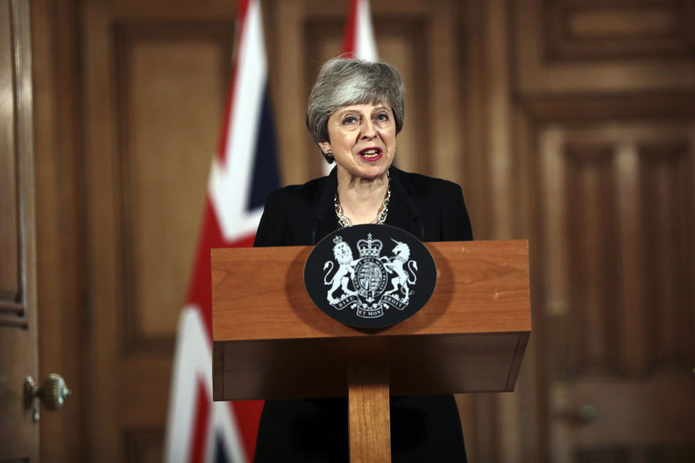 Eye targets Theresa May as UK faces abyss