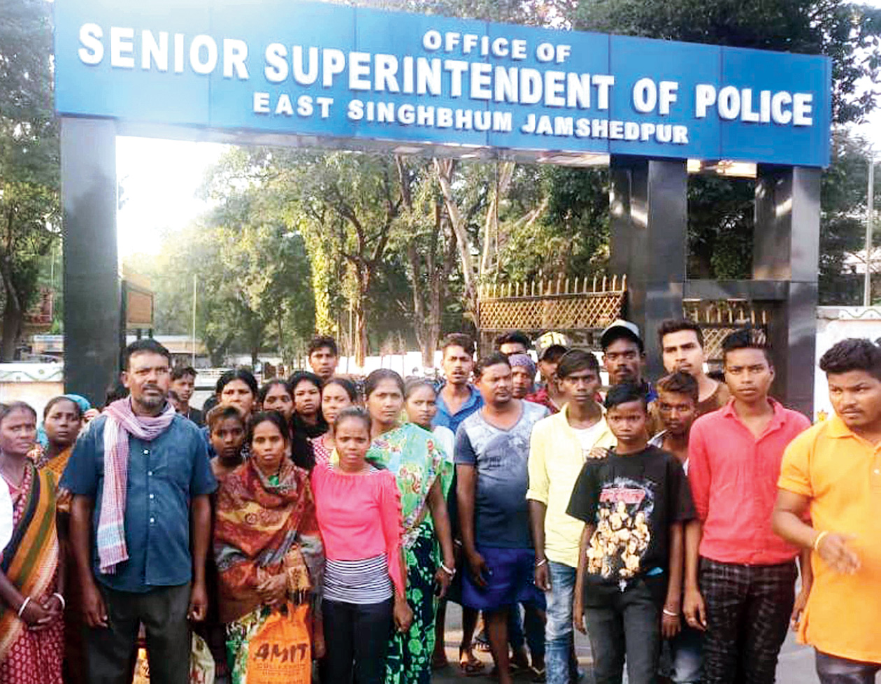 Family members of Vikas Karmakar along with residents of Ramnagar protest outside SSP Anoop Birtharay's office in Bistupur, Jamshedpur, on Saturday.