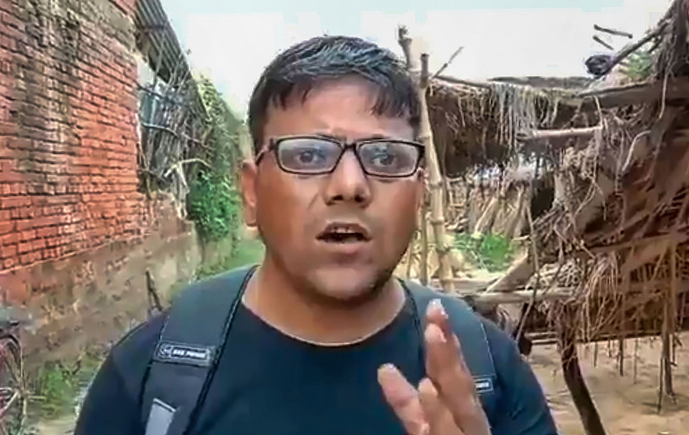 In this video still journalist Pawan Jaiswal, reiterates that he shot what he saw at the school in Mirzapur.