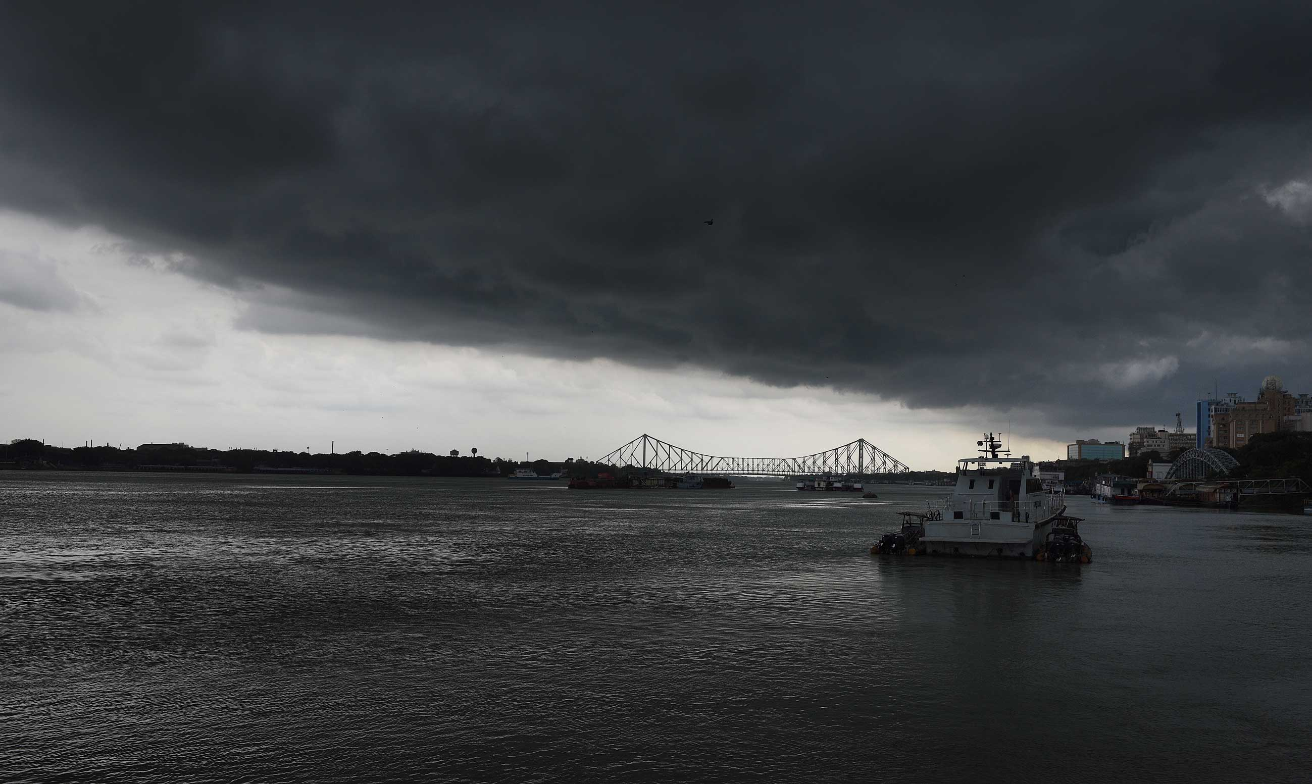 The forecast till Sunday is light to moderate rain in most parts of south Bengal, including in Calcutta, with occasional thunderstorms. Some parts of Murshidabad, Nadia and North and South 24-Parganas can get heavy rain, the Met office has said.