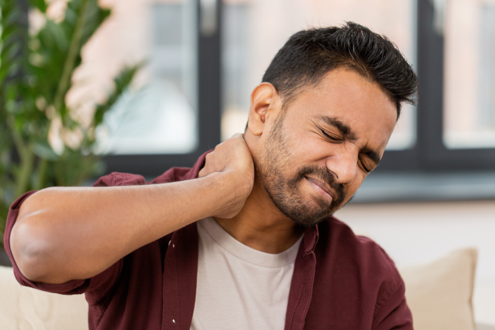 People tend to spend long hours at their desks working on papers or staring at a laptop or computer screen. This often means that their heads (which weigh 4-5 kg) are balanced asymmetrically on the neck bones and muscles.