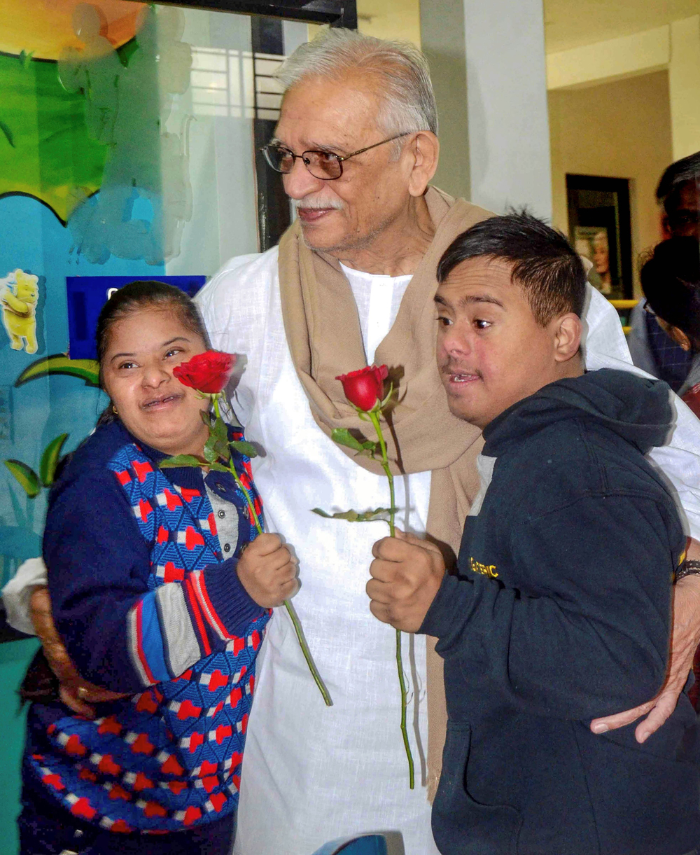 Lyricist Gulzar with specially abled children during his visit to Aarushi, a centre for caring, in Bhopal on December 21