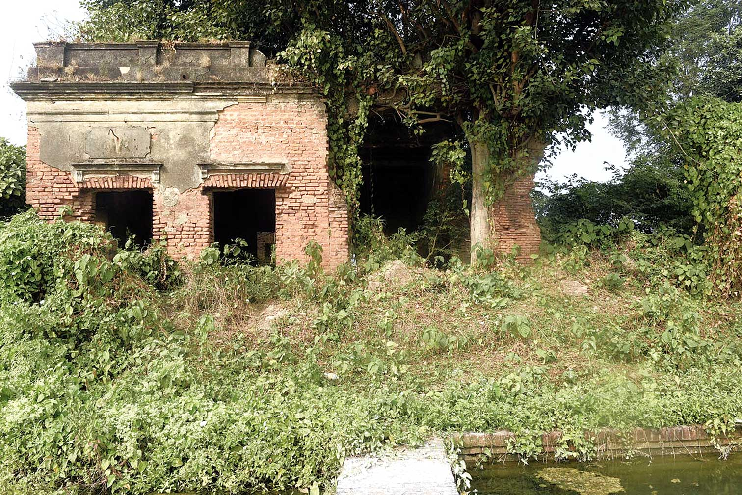 Aldeen House in ruins. Many residents of Serampore admit to being unaware of the location of the building, let alone its significance.