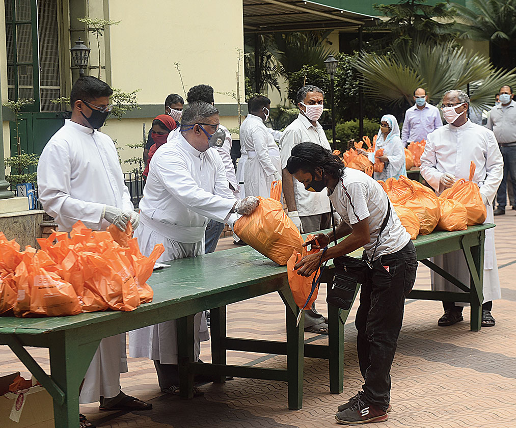 Ration being distributed in Calcutta amidst lockdown
