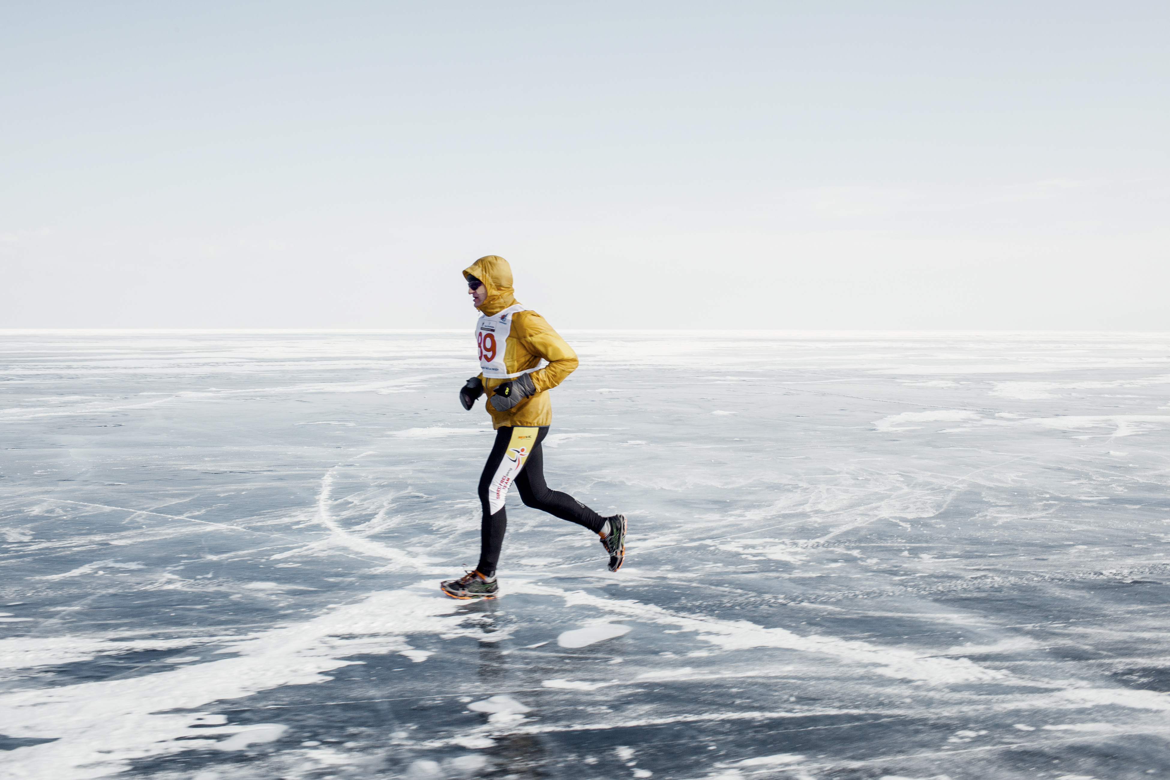 The recommended wardrobe for the runners included a balaclava; face tape; goggles or glasses; a light, windproof jacket and pants; two layers of thin thermal underwear and heavy gloves.