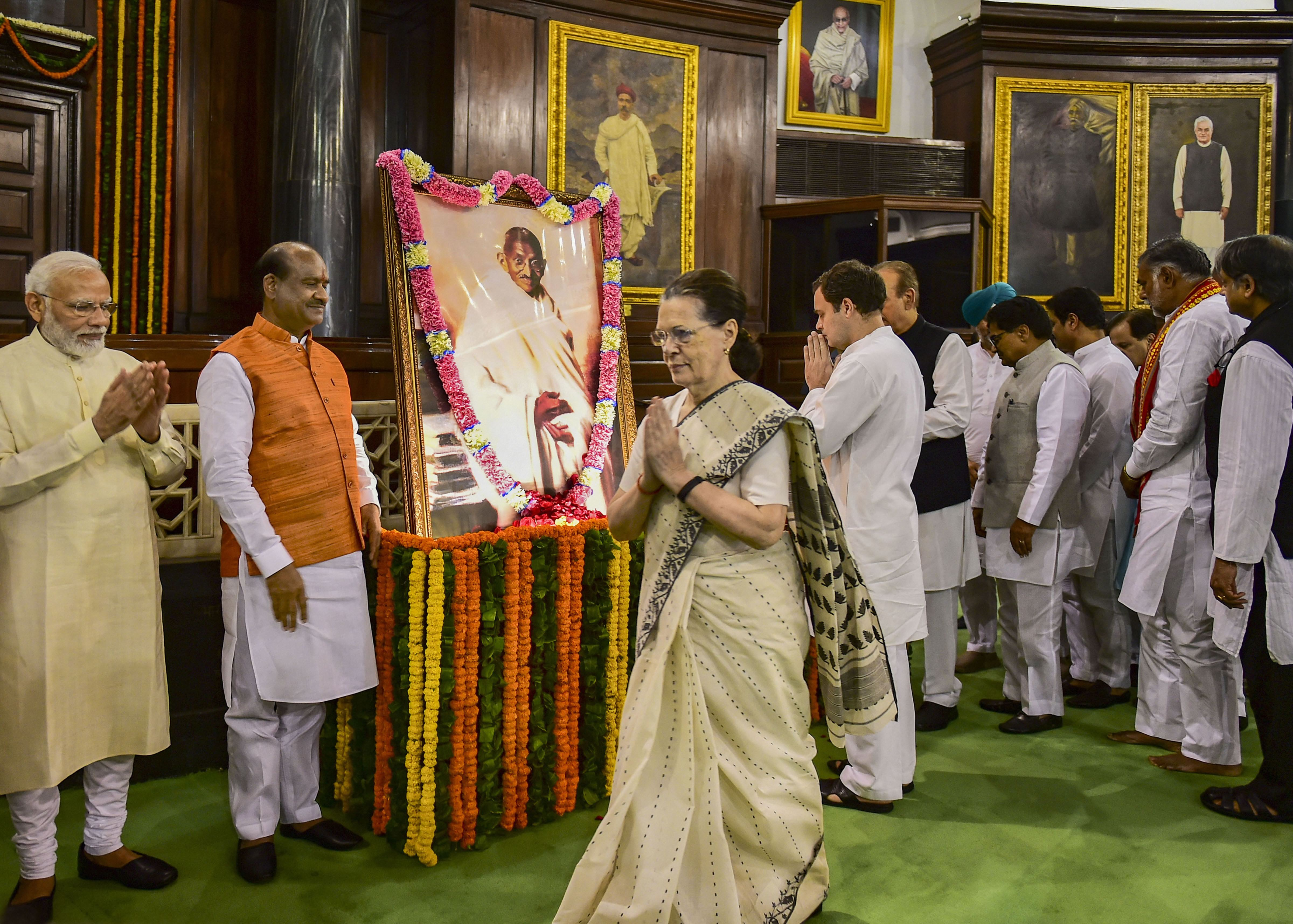 Those who indulge in politics of falsehood will not understand Mahatma Gandhi: Sonia
