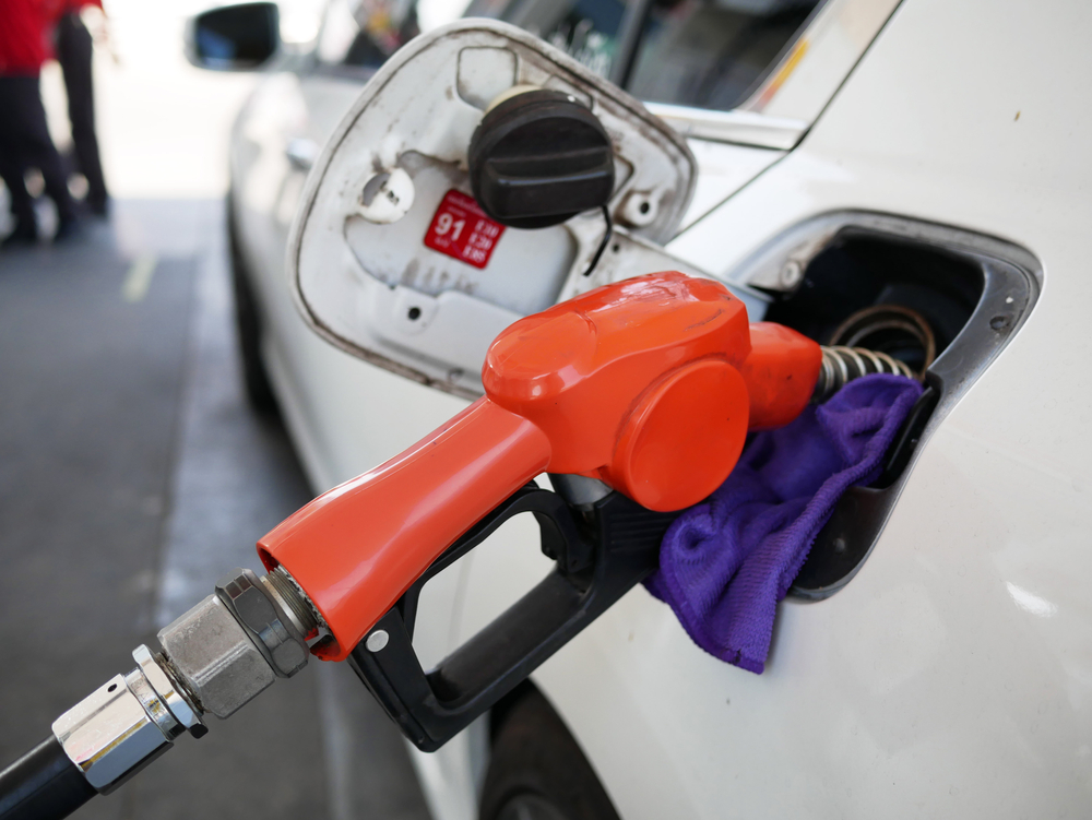 Party demands that benefits of low crude prices in the international market be passed on to the consumer