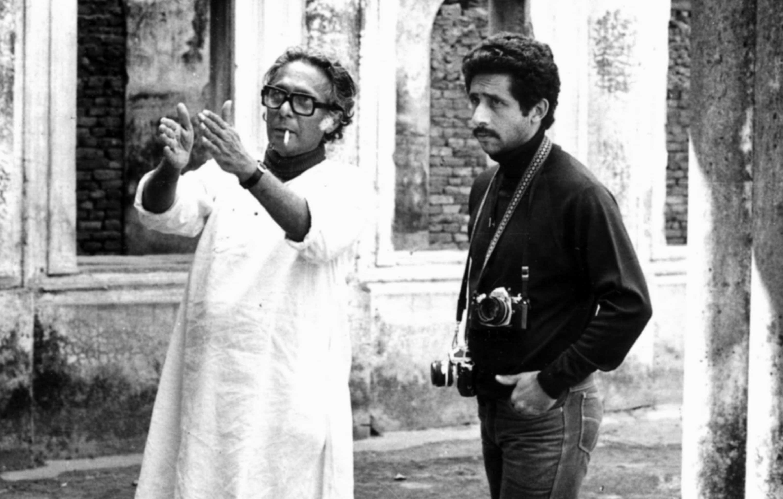 Mrinal Sen and Naseeruddin Shah at the shooting of Hindi film 'Khandahar'