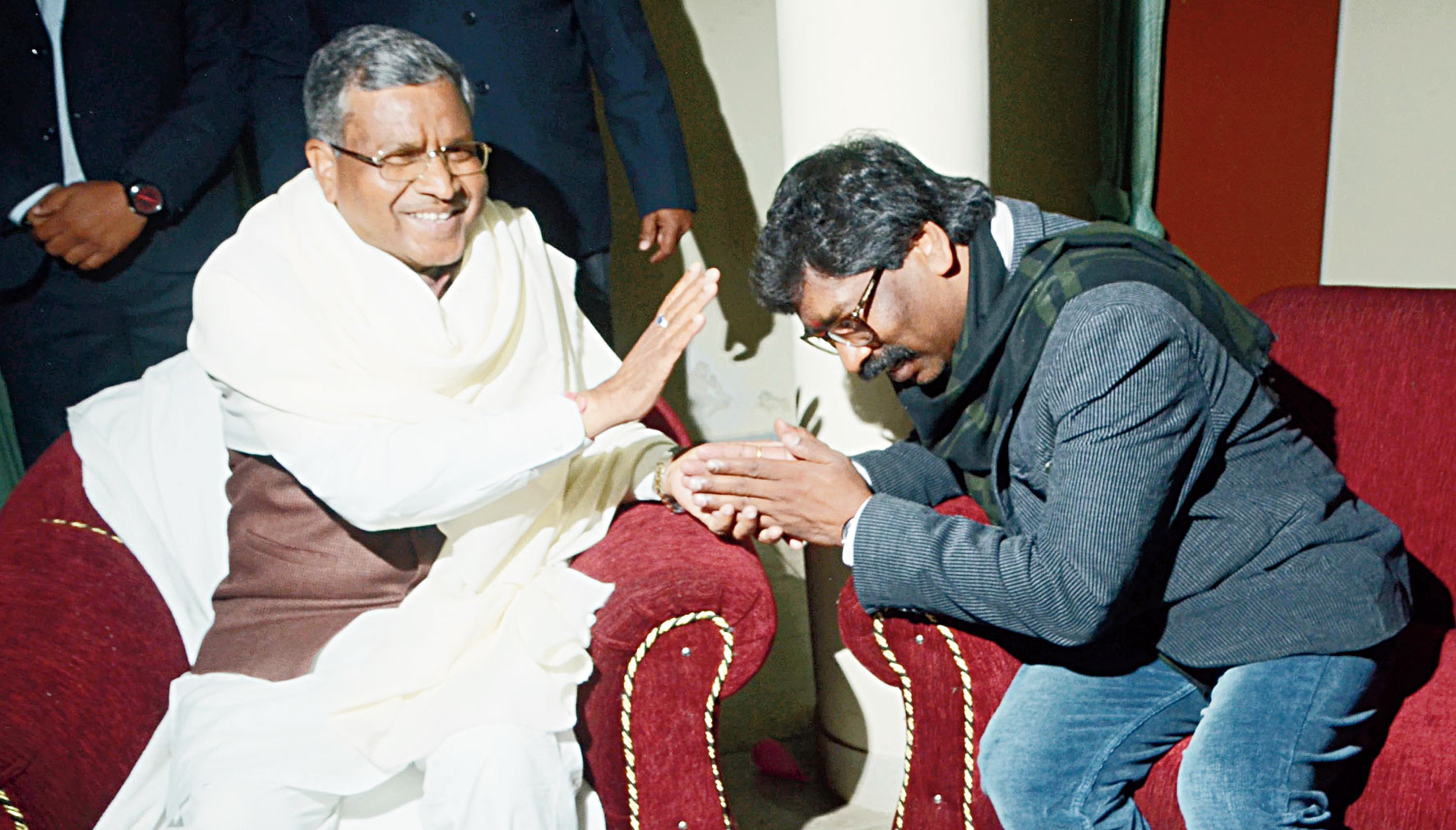 Hemant Soren seeks blessings from JVM chief Babulal Marandi at his residence in Ranchi on Tuesday.
