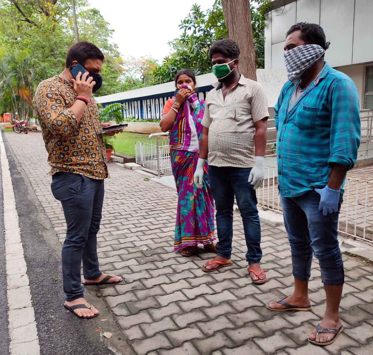 Former Baharagora MLA Kunal Sarangi (left) with the family members of the burn victim outside TMH in Jamshedpur on Sunday