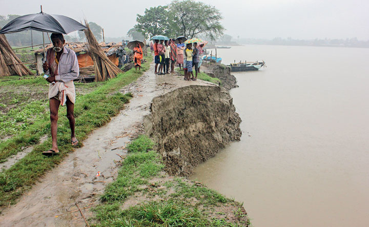 A portion of the eroded riverbank of the Hooghly in Santipur