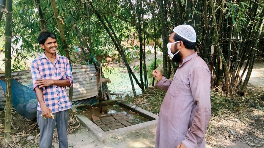 An imam speaks to a migrant worker who returned home in Murshidabad