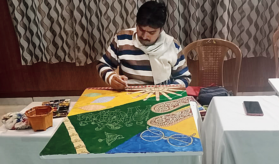 Madhubani painter Lalit Kumar Sharma from Supaul in Bihar at work on Day 3 of the four-day national art camp, Rang, at DPS Bokaro on Wednesday.