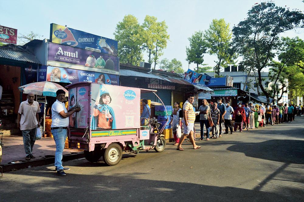 A serpentine queue outside a grocery shop near Baisakhi Abasan, Calcutta