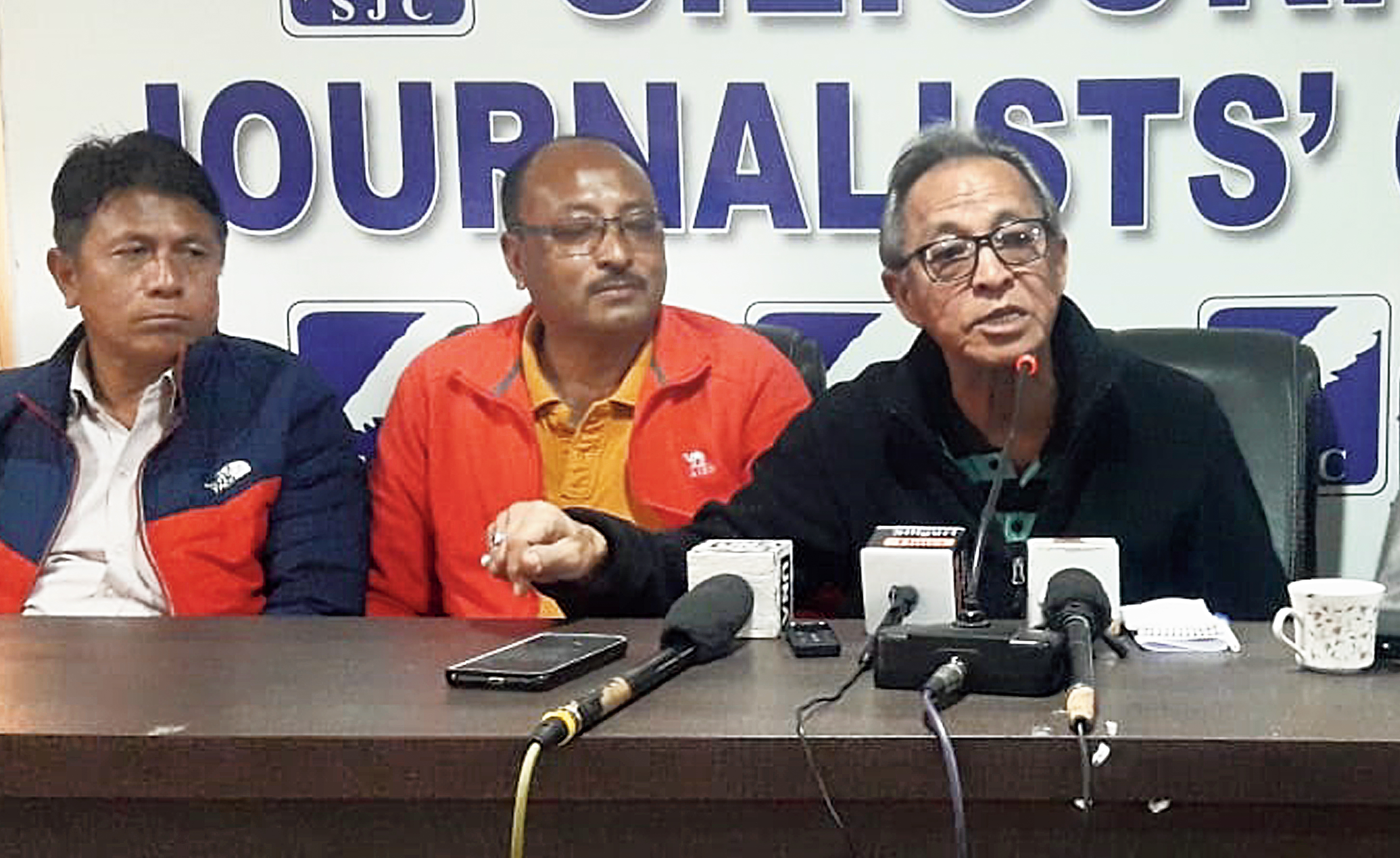 Shyam Thapa (right) and the organisers of Sukna Gold Cup at a news conference in Siliguri on Thursday.