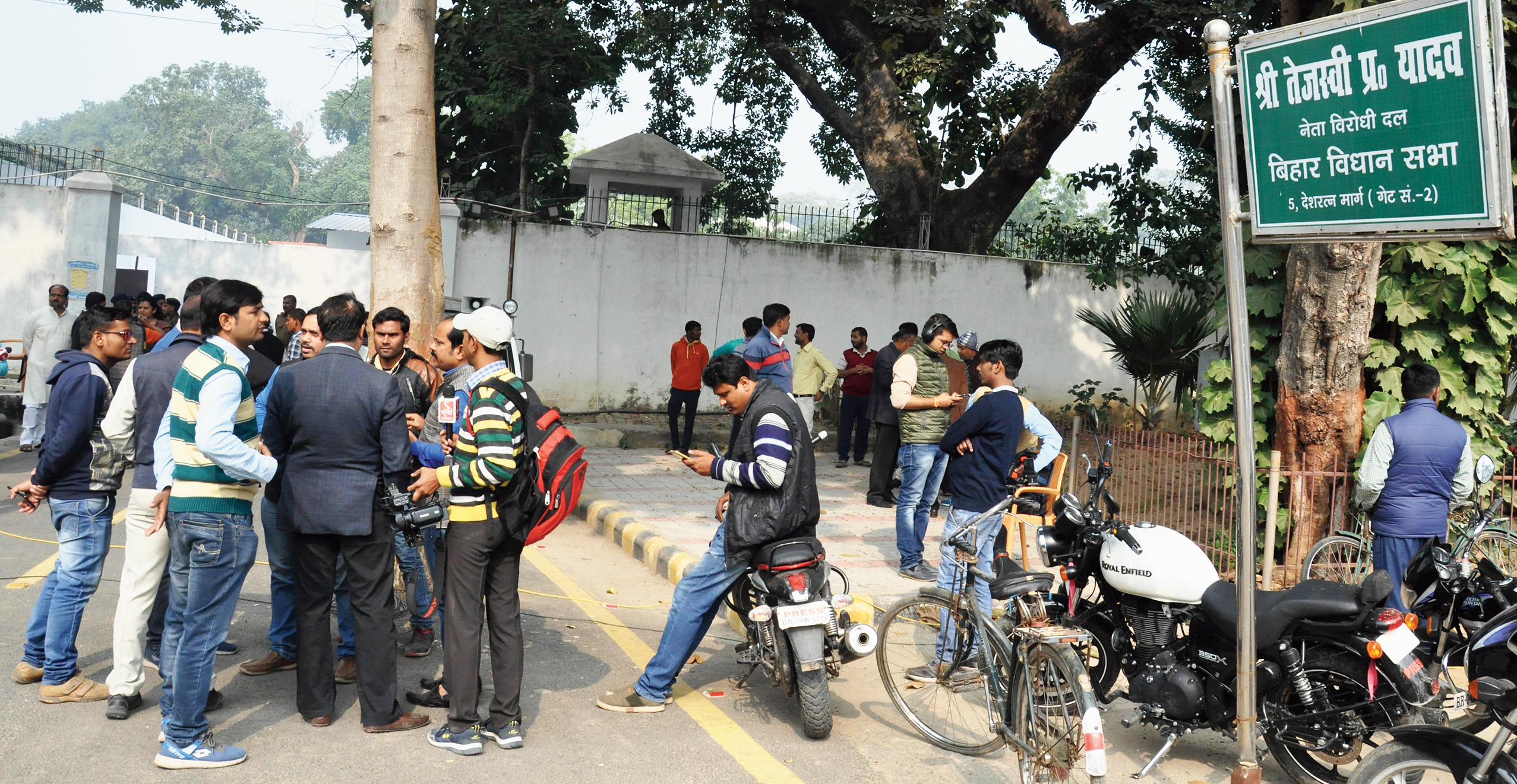 A crowd of district administration officials, RJD supporters and policemen outside the government bungalow of RJD leader Tejashwi Prasad Yadav on Wednesday.