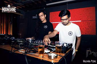 Zokuma (left) b2b with Oceantied involved artistes for a beat challenge