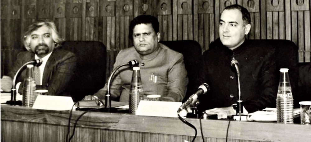 Sam Pitroda (left) with then Prime Minister Rajiv Gandhi at a telecom conference in the eighties