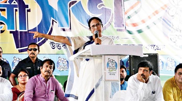 Mamata addresses Trinamul workers at Kanchrapara on Friday.
