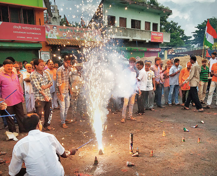 BJP supporters in Ranaghat, Bengal, celebrate the abrogation of special status to Jammu and Kashmir.