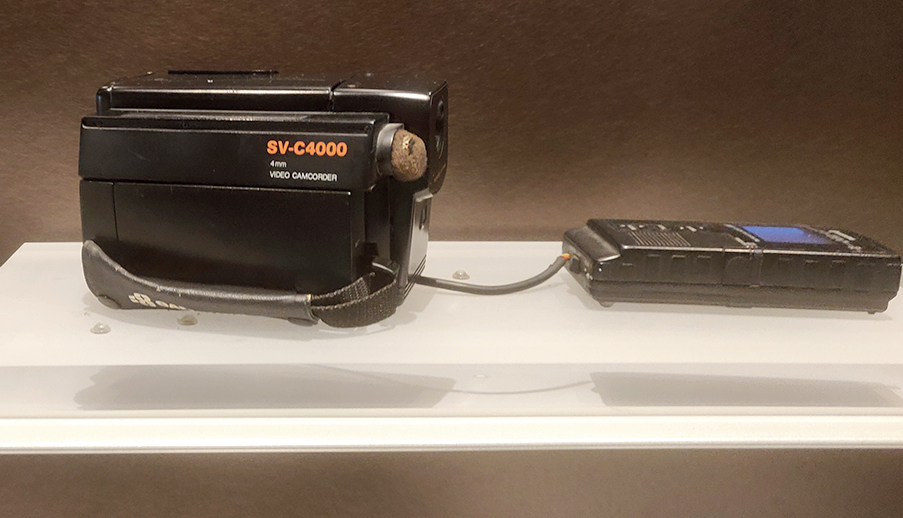 4mm VTR SV-C4000 (1986): The first 4mm VTR in the world with a built in camera