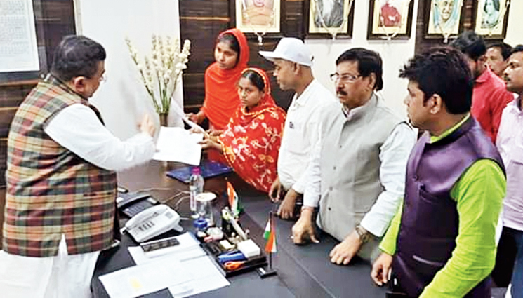 The letters were handed to 22-year-old Parvin Sultana, daughter of Rafiq Sheikh, and 29-year-old Saira Biwi, wife of Mursalim Sheikh, in Calcutta.