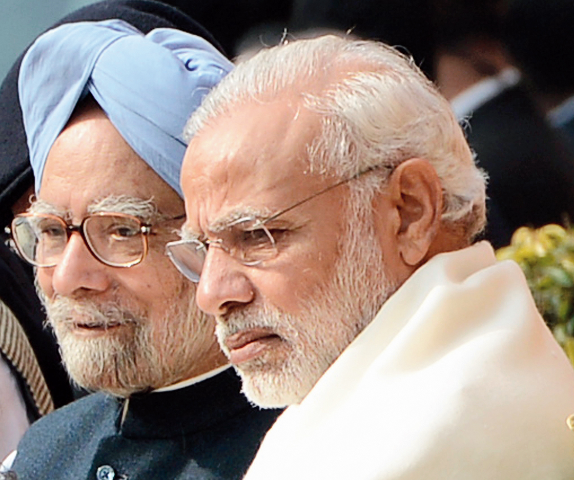 Manmohan Singh and Narendra Modi at an event in December 2016 to pay tribute to those who were killed by terrorists in the 2001 Parliament attack
