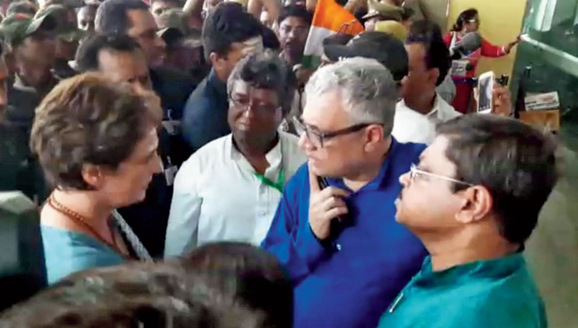 Priyanka Gandhi with Derek O'Brien (in blue kurta), flanked by Sunil Mandal (to his right) and Abir Ranjan Biswas at Varanasi airport on Saturday