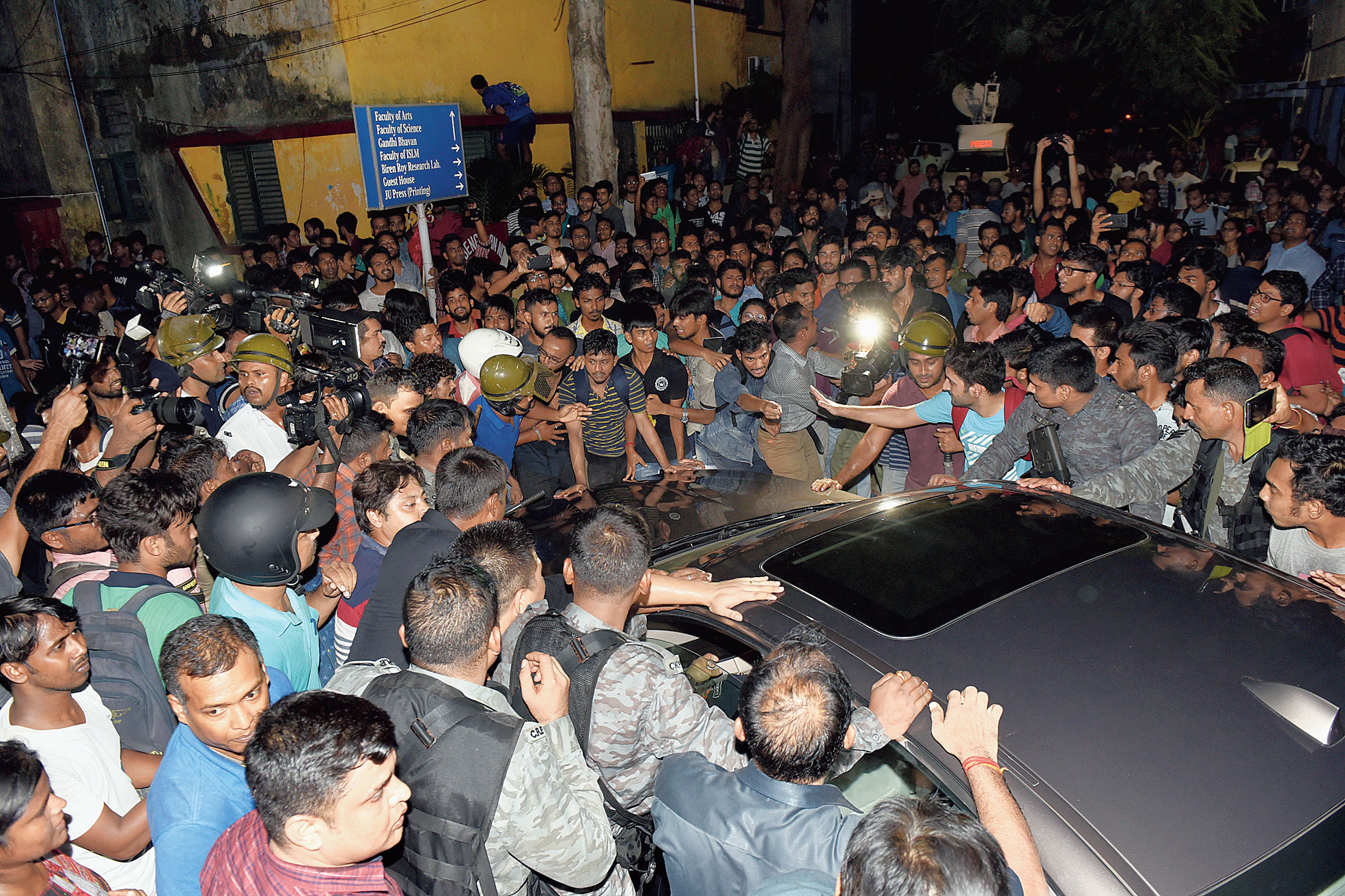 Governor Jagdeep Dhankhar and Union minister Babul Supriyo (in car) try to leave Jadavpur University as a crowd surrounds the vehicle at 7.14pm on Thursday.