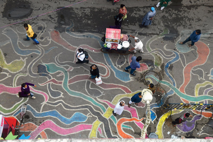 Snakes drawn on the road that led to the festival