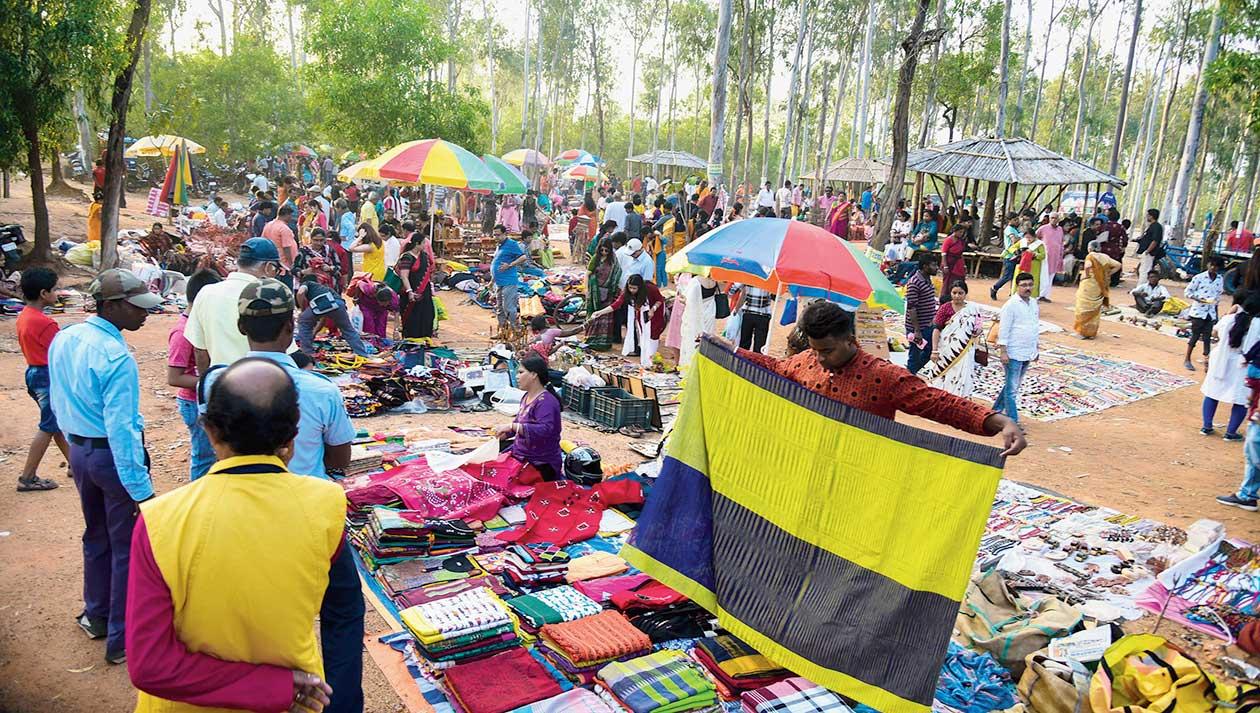Stalls at the Sonajhuri-Khoai belt.
