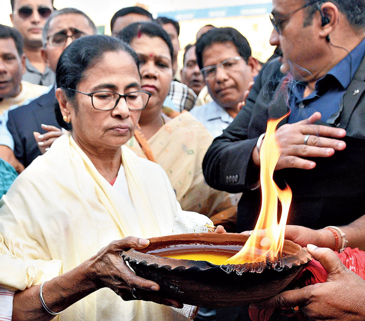 Mamata offers prayers at the Jagannath Temple in Puri on Wednesday.