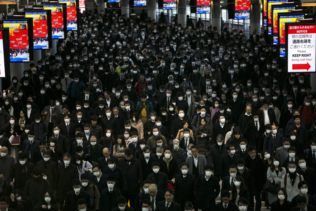 A large crowd wearing masks commutes through Shinagawa Station in Tokyo, on Tuesday, March 3, 2020. The Japanese government has indicated it sees the next couple of weeks as crucial to containing the spread of COVID-19, which began in China late last year.