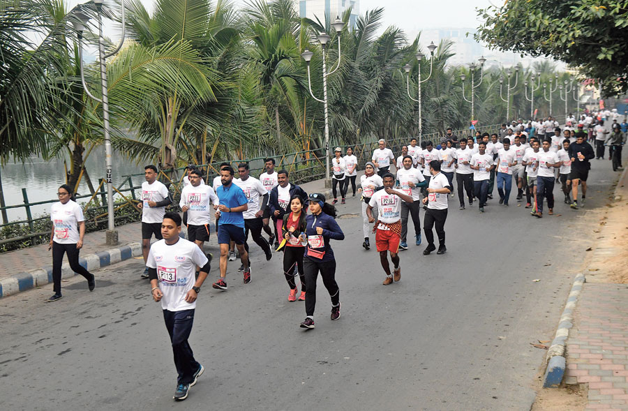 Runners at the 4th IEM UEM Kolkata Marathon, 2020 in association with The Telegraph, on Sunday.