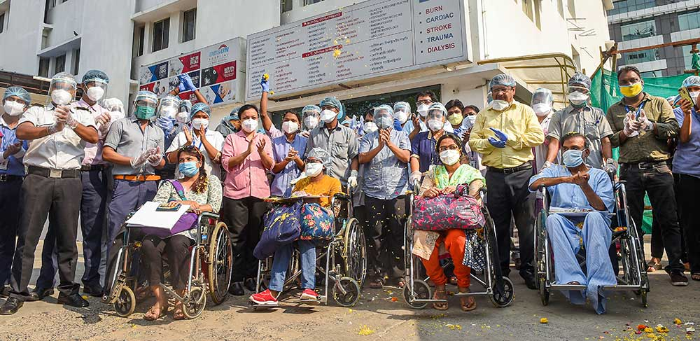 Medics applaud for Covid-19 patients who are being discharged after getting recovered at a private hospital, during the ongoing nationwide lockdown, in Calcutta, Saturday, May 09, 2020.