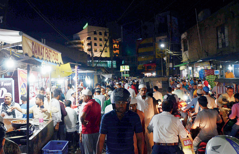 People at Konka Road in Ranchi on Tuesday evening