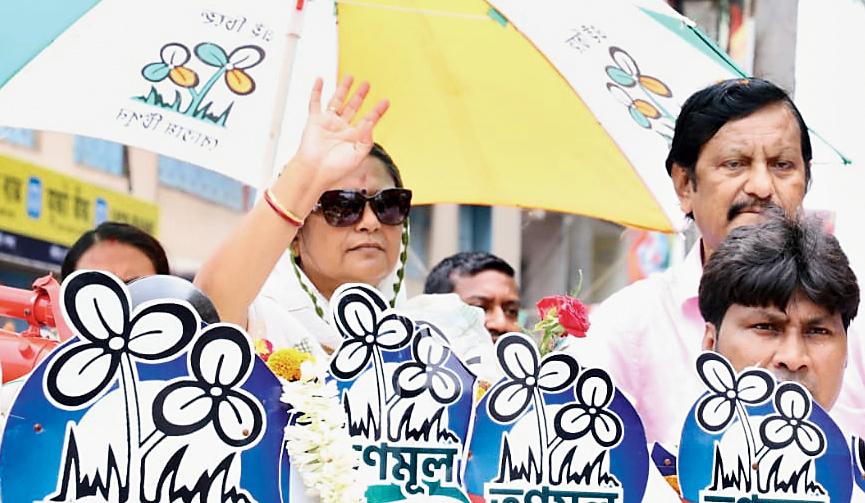 Kakoli Ghosh Dastidar campaigns in Rajarhat