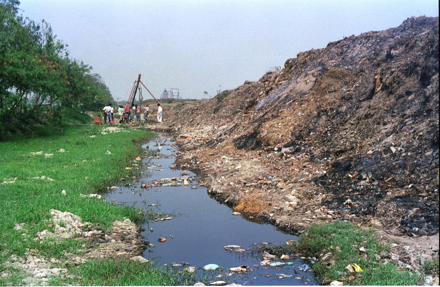 Almost all the city's waste is now dumped at Dhapa (in picture) and waste generated in New Town and Bidhannagar is dumped at Mollar Bheri.