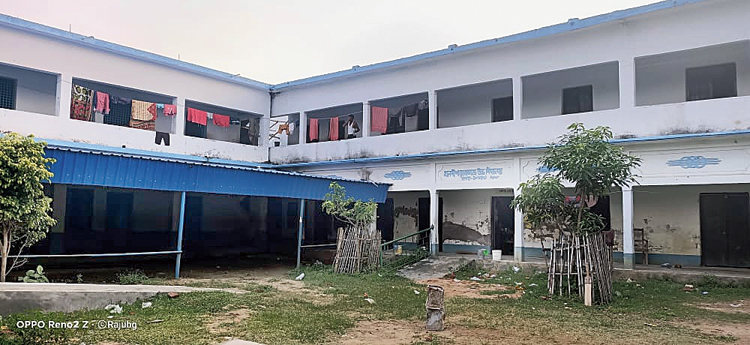 The quarantine centre at Haldipara RC High School in East Midnapore's Kalna where a snake was discovered on Friday.