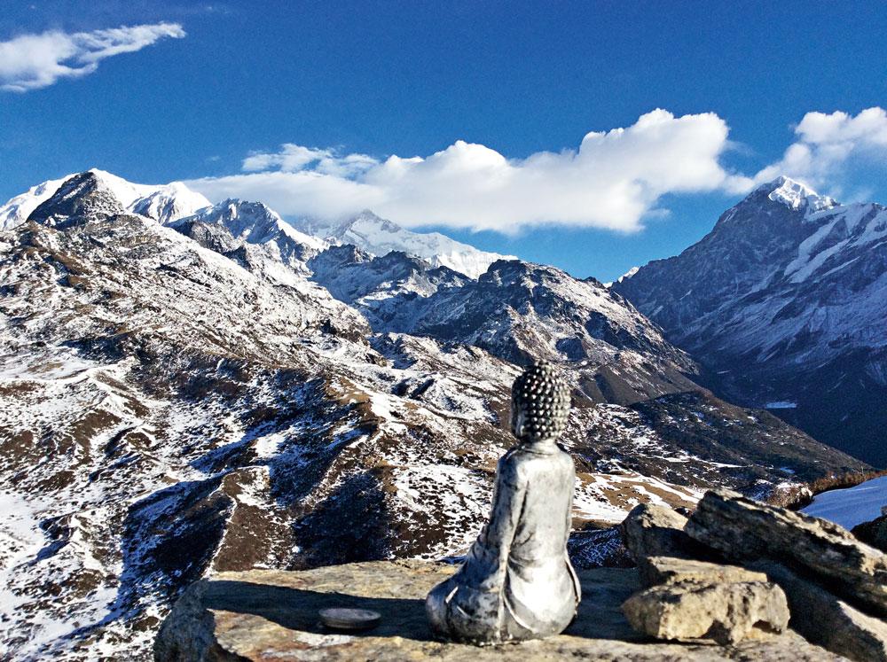 White walk to Kanchenjunga