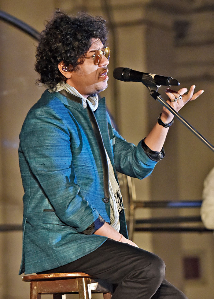 Papon enthralled the capacity crowd with his rendition of one of Gandhi's favourite bhajans, Vaishnava jana toh, written by 15th century poet-saint Narsinh Mehta.
