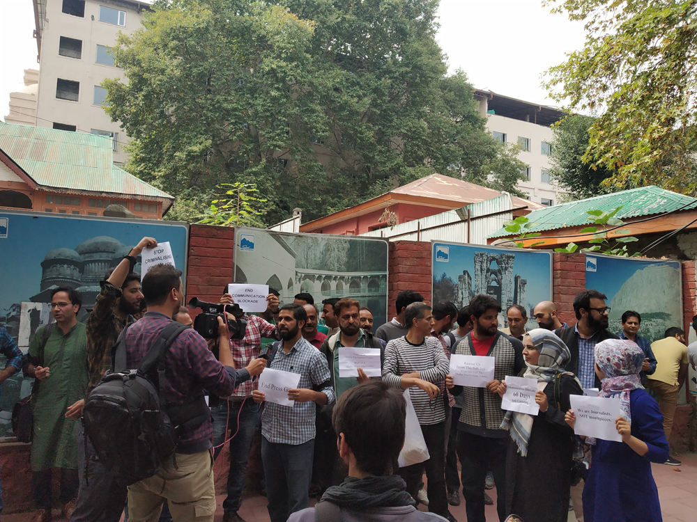 Kashmiri journalists protesting outside press club in Srinagar